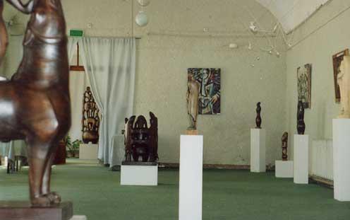 Во-первых, большинство скульптур Валентина Рещикова вытянуты и вертикальны, подобно древним схемам мироустройства.